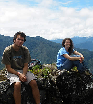 Habla Ya students during a hike in Boquete